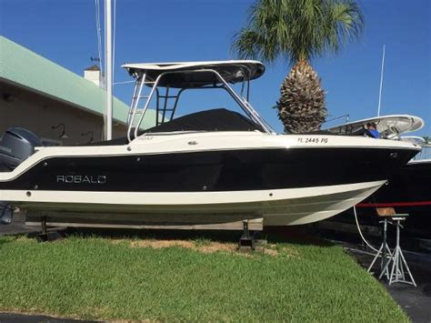Bob Hewes Boats At Arch Creek Marina by Robalo Boats For Sale 15 Boats