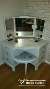 Corner Makeup Vanity With Mirror by 1000 Ideas About Corner Makeup Vanity On Pinterest