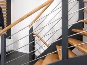 treppengeländer edelstahl holz treppe holztreppe bauen mit schw 246 rerhaus