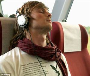 iPod hearing loss: Users face risk by listening to music ...