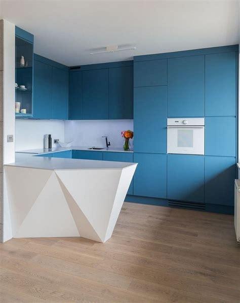 küche neue fronten bekleben matt blaue grifflose k 252 chenfronten wei 223 e arbeitsplatte und r 252 ckwand k 246 246 k kitchen design