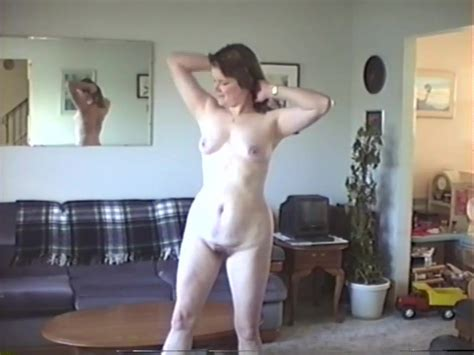 My Wife Strips And Poses Completely Nude At Home Free