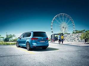 Vw Touran Benziner : vw familienauto kaufen mit sack und pack mobil ~ Jslefanu.com Haus und Dekorationen