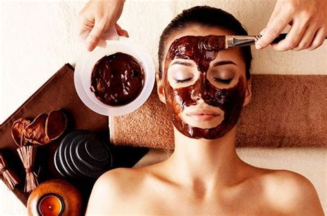 Gather 2 tablespoons of honey and mix it with 1 teaspoon of cinnamon until it forms a. Coffee-Face-Masks #HowToMakePeelMask | Organic face mask ...