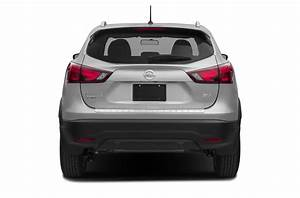 New 2018 nissan rogue sport price photos reviews for Nissan rogue sv invoice price
