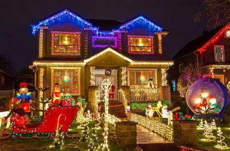 decorating  home exterior  christmas totally home