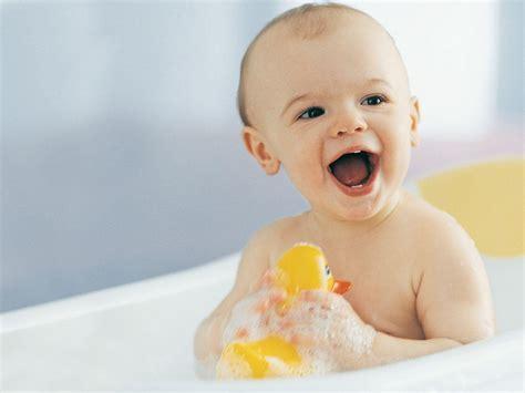Einsatz Badewanne Baby by When Can I Start Using Regular Soap On My Baby Babycenter