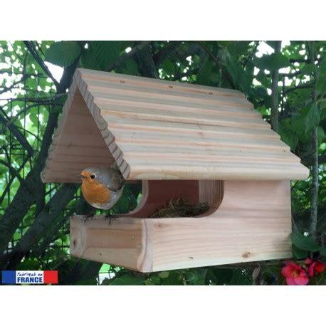 un nichoir ouvert pour le plus grand plaisir des oiseaux de votre jardin