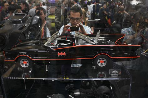 HOT TOYS REVEALS 1/6 SCALE 66' BATMOBILE!!! - Page 8 ...