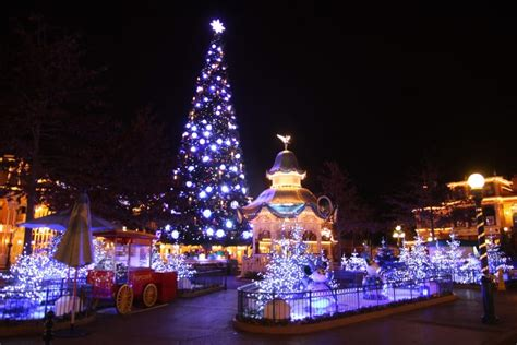 disneyland paris decorate  christmas