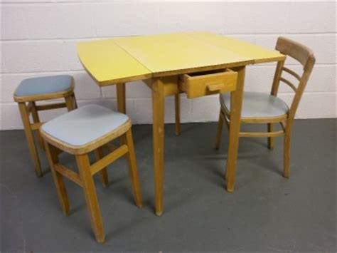 vintage   kitchen table  chairs retro cafe