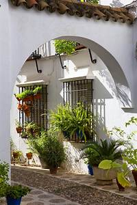 Patio Andalou Type Photo Stock  Image Du Tuiles  Maison