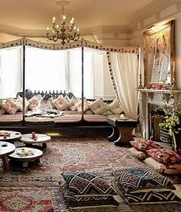 Le canape marocain qui va bien avec votre salon archzinefr for Tapis oriental avec entretien canapé en cuir