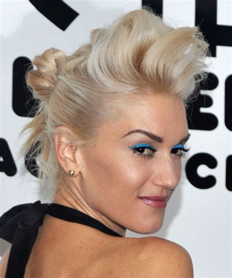 gwen stefani alternative long straight hairstyle light