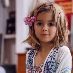Coupe Petite Fille Mi Long : coupe cheveux mi long petite fille coupes de cheveux et coiffures ~ Melissatoandfro.com Idées de Décoration