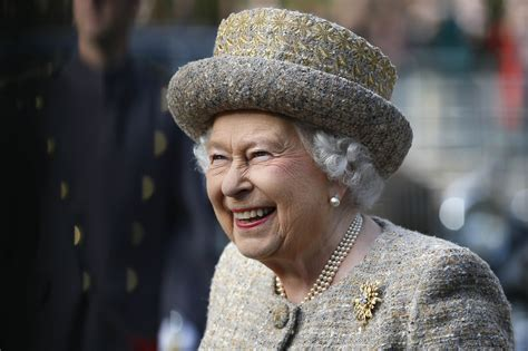 Queen Elizabeth Christmas Speech 2020 Livestream: How to Watch, Channel, Time and More