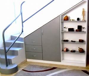 Placard Escalier : placard sous escalier ~ Carolinahurricanesstore.com Idées de Décoration