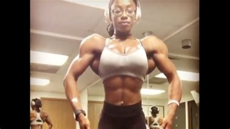 Smash Or Pass? Chick Shows Off Her Crazy Muscle Mass!