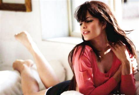 Jacqueline Fernandez Hot Hd Wallpapers Subtat