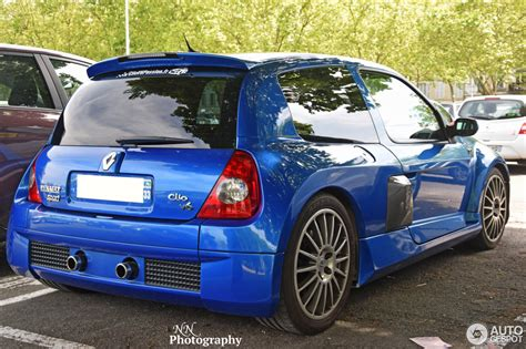 silver charger renault clio v6 phase ii 21 mai 2016 autogespot