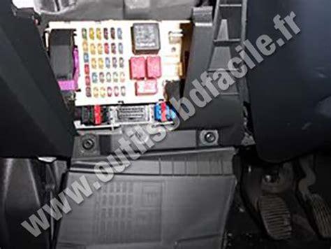 Fiat Sedici Fuse Box by Einbauort Der Obd2 Stecker In Fiat Stilo 2001 2007