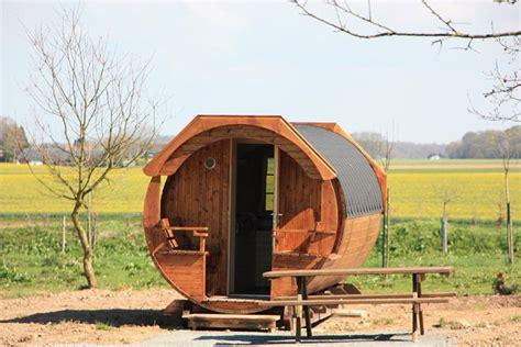 chambre insolite normandie le tonneau de dormir dans un tonneau en normandie