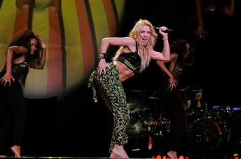 Shakira Supported By Colombian President At Nyc Show Loose Braids Hairstyles In Ghana Blonde Hair On Top Vintage Bridesmaid Hairstyle Emo Haircut Best Curly Los Angeles Easy How To Pinterest Julianne Hough Stylist Simple Step By Pics