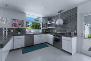 küche weiß grau einrichten mit grau blau und weiß frisch und modern