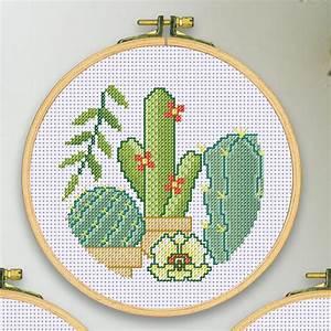 Stickbilder Zum Selbersticken : stickbild mit holzrahmen kakteen ~ Watch28wear.com Haus und Dekorationen