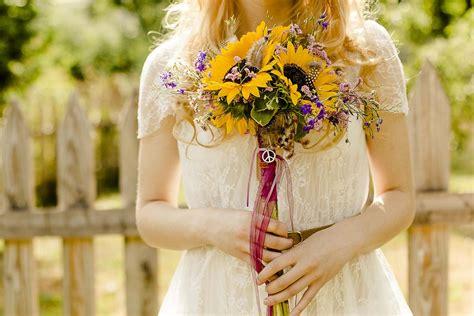 Hippie Hochzeit auf der gru00fcnen Wiese Styled Shoot aus Freiburg   Hochzeitsblog marryMAG  Der ...