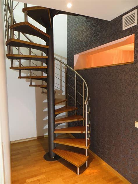 Vītņu kāpnes   Metāla kāpnes mājām un industriāliem objektiem