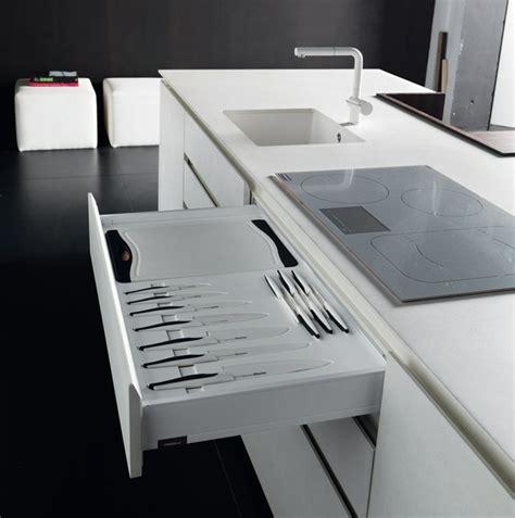 cuisine noir laqué plan de travail bois cuisine design italienne par toncelli en 40 photos top