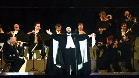 Top 5 Italian Opera Songs Sung By Luciano Pavarotti Youtube