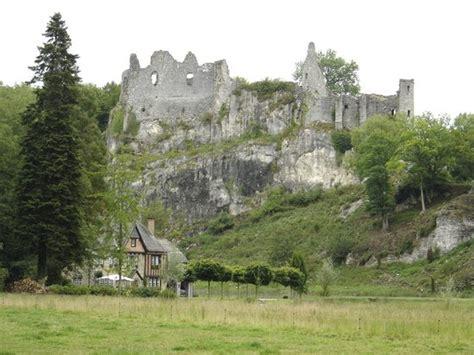 chambres d hotes en meuse les ruines du chateau fort de montaigle falaen tripadvisor