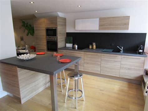 plan de travail cuisine grande largeur hauteur de bar cuisine chaise de bar cuisine
