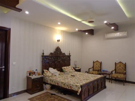 tips  decorate  small bedroom     big