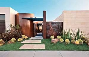 Giardino E Ingresso Di Una Casa Moderna Con Vialetto A