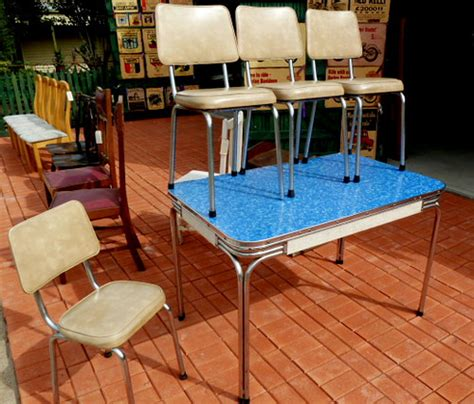 K747n 1950s  1960s Kitchen Table Of Laminex And Chrome An
