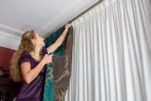 Gardinenstange An Decke Anbringen : gardinenstangen anbringen anleitung ~ Bigdaddyawards.com Haus und Dekorationen