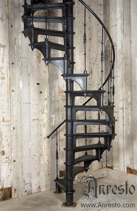 wenteltrap oud antieke trappen gietijzeren wenteltrap draaitrap spiltrap