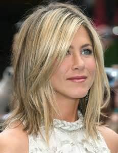 Jennifer Aniston Shoulder-Length Hairstyles