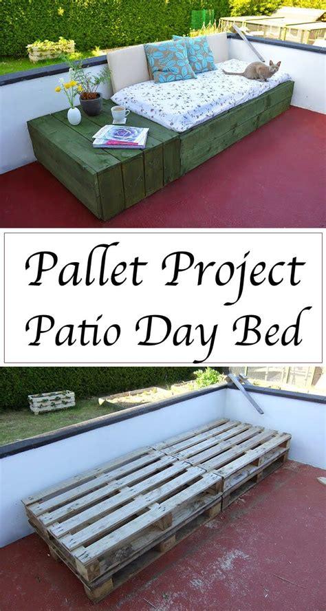 33914 lovely pallet day bed 15 best diy outdoor pallet furniture ideas homelovr