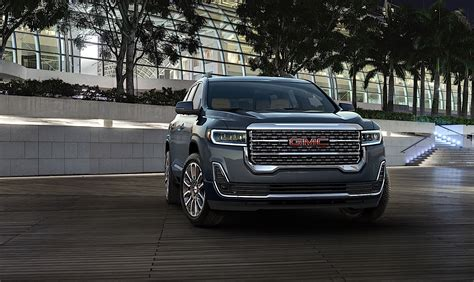 gmc acadia redesigned crossover offers  tech