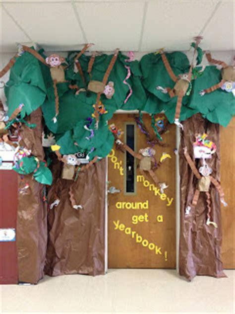 kinderrific snowman freebie jungle doors