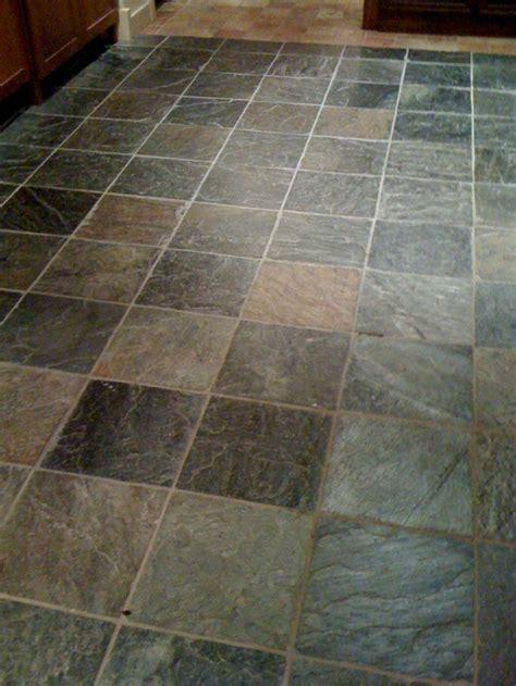 Slate Tile For Bathroom by Best 25 Slate Tile Bathrooms Ideas On Slate