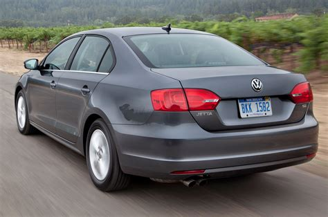 volkswagen jetta rear 2014 volkswagen jetta rear side motion view photo 1