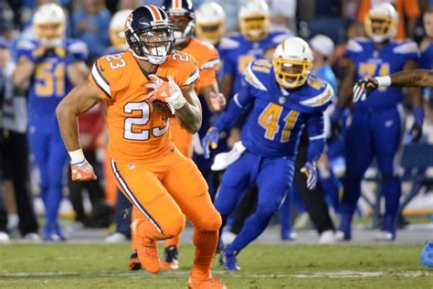 Broncos RB Booker leaves game with shoulder injury