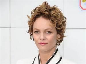 Coiffure Cheveux Courts Bouclés : cheveux courts boucl s femme ~ Melissatoandfro.com Idées de Décoration