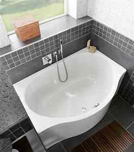 Kleines Bad Mit Wanne : bodengleiche duschpl tze und badewannen f r kleine badezimmer ~ Frokenaadalensverden.com Haus und Dekorationen