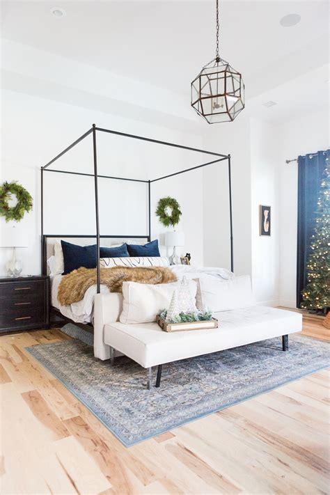 Fancy getting a little more creative with your christmas decorations this year? 5 Easy Christmas Ideas for Bedrooms | CC and Mike ...